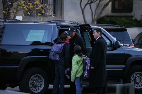 barack-obama-dropping-his-daughters-malia-and-sasha-at-their-private-school-in-chicago-they-will-attend-sidwell-friends-school-in-washington